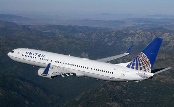 Boeing 737-800 operated by United Airlines