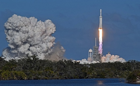 SpaceX Falcon Heavy lift-off. Image via Pixabay