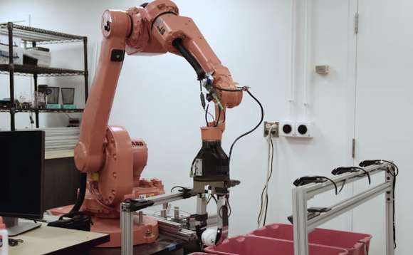 University researchers unveil smart robot for warehouses that can identify different objects