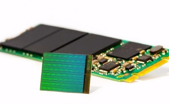Die of Intel's first SSDs using 3D Nand flash technology